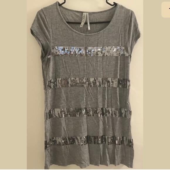 251709790f718 Kische Tops - Kische Sequin Stripes T Shirt Gray Size Medium